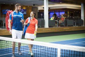 Tennis terrain_couple fous rires