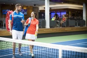 tennis-terrain_couple-fous-rires